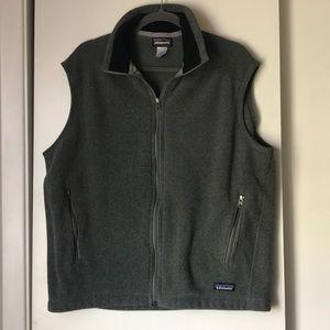 Patagonia Synchilla charcoal gray fleece vest